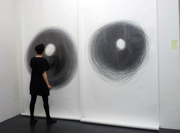 Ana Mendes, Drawing II, performance/installation, 2016, exhibition view Lage Egal, Berlin, 2017 (c) Photo Daria Jelonek
